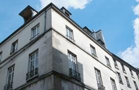 Gestaltung von französischen Fenstern mit Gardinen und Vorhängen