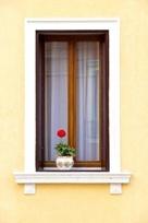 Klassischer Sichtschutz mit Gardinenstores